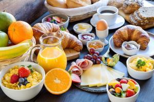 Options de petit-déjeuner proposées aux clients de l'établissement SOWELL HOTELS Le Beach