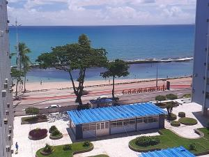 A view of the pool at Kitinete Avenida Boa Viagem or nearby