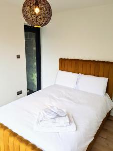 A bed or beds in a room at The Keep - Luxury detached home close to Hebden Bridge
