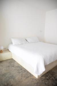 A bed or beds in a room at Yaxa Hotel Nosara