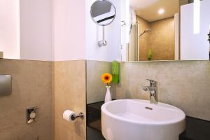 A bathroom at AkademieHotel