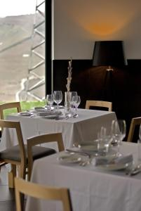 A restaurant or other place to eat at Quinta De Casaldronho Wine Hotel