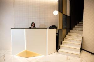 The lobby or reception area at London Hotel