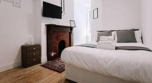 A bed or beds in a room at Endsleigh Park