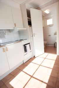 Ett kök eller pentry på Apelvikens Camping & Cottages