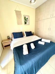 A bed or beds in a room at Bohem Apartment near Athens Airport