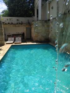 The swimming pool at or close to Parada 86 Hostel