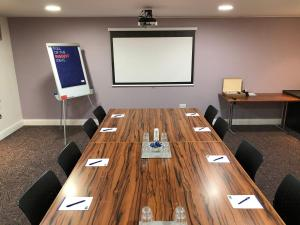 The business area and/or conference room at Holiday Inn Express London Gatwick Crawley, an IHG Hotel