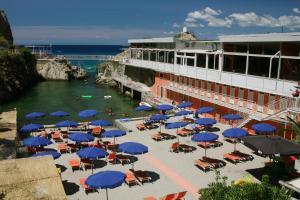 Vista sulla piscina di Grand Hotel Dei Castelli o su una piscina nei dintorni