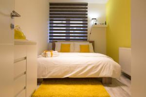 A bed or beds in a room at Apartman Laudon