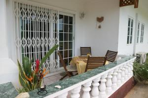 Балкон или терраса в Seychelles Yellow Petals