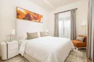 A bed or beds in a room at Sheraton Cascais Resort - Hotel & Residences