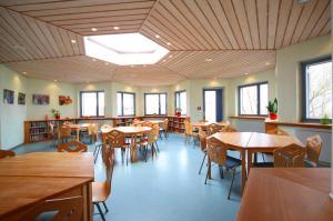 Ein Restaurant oder anderes Speiselokal in der Unterkunft DJH Jugendherberge Mirow