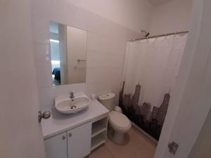 A bathroom at DEPARTAMENTO 3 HAB en GARDEN 360 PIURA