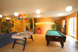 Ein Billardtisch in der Unterkunft DJH Jugendherberge Waren - Müritz