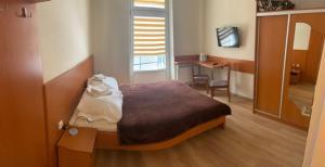 Łóżko lub łóżka w pokoju w obiekcie SanatoriumnadKryniczanką