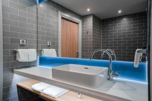 A bathroom at Holiday Inn Express Moscow - Khimki Go Park, an IHG Hotel