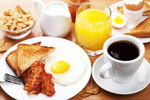 Breakfast options available to guests at Domino Hostel & Tours
