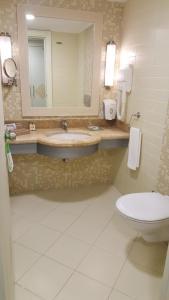 A bathroom at Crystal Admiral Resort Suites & Spa