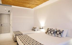 A bed or beds in a room at Thomais Studios