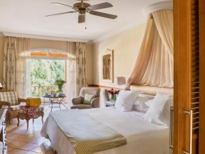 Een bed of bedden in een kamer bij Bahia del Duque