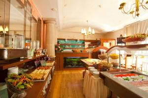A restaurant or other place to eat at Hotel Meteor Plaza Prague