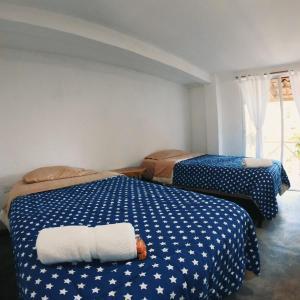 A bed or beds in a room at Colores de la Sierra