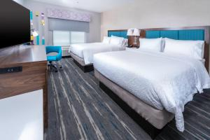 A bed or beds in a room at Hampton Inn & Suites Conway, Ar
