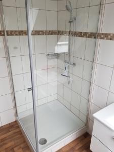 A bathroom at Apartment Rheinwiesen Flair & Fair