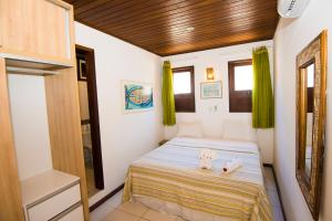 A bed or beds in a room at Porto do Sol Flats