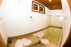 A bathroom at Porto do Sol Flats