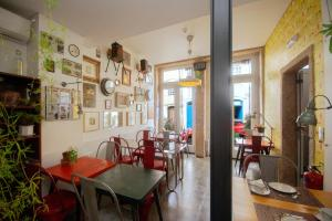 A restaurant or other place to eat at Maison Nos B&B
