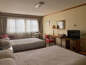 Cama o camas de una habitación en abba Presidente Suites Puerto Montt