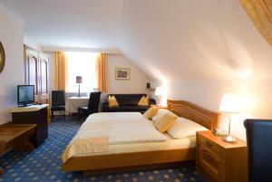 Ein Bett oder Betten in einem Zimmer der Unterkunft Hotel Biedermeier Hof