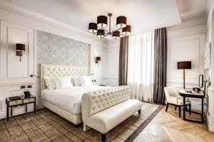 سرير أو أسرّة في غرفة في فندق سبلينديده رويال - فنادق سمول لوكسري أوف ذه وورلد