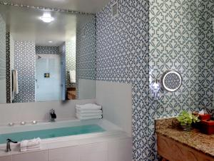 A bathroom at Kimpton Hotel Monaco Seattle, an IHG Hotel
