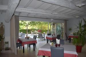 A restaurant or other place to eat at Hôtel Restaurant Le Pradinas