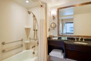 A bathroom at Capital Hilton