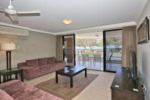 A seating area at Pacific Reef by Kacys