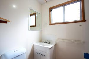 A bathroom at Discovery Parks - Cradle Mountain