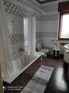 A bathroom at Le ginestre