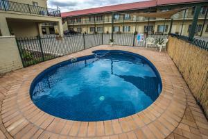 The swimming pool at or near Golden Guitar Motor Inn