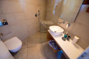 A bathroom at Villa Fantasia