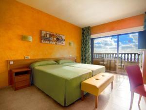 Een bed of bedden in een kamer bij Hotel Servigroup La Zenia