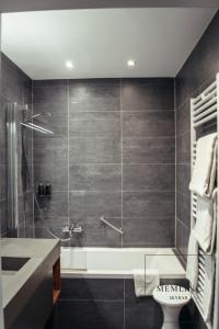A bathroom at The Memlinc