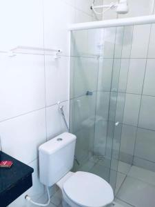 A bathroom at Pousada Delícias do Mar