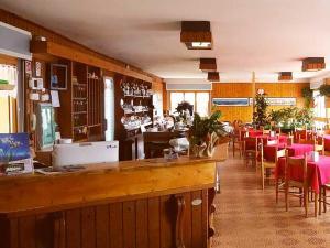 Salone o bar di HOTEL BELLAVISTA Costiera dei Cech Morbegno