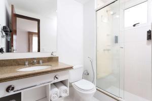 A bathroom at Wyndham Sao Paulo Paulista