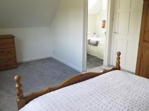 A bed or beds in a room at Park View Apartment
