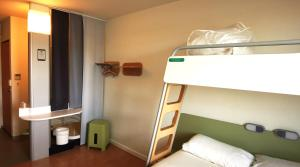 A bunk bed or bunk beds in a room at ibis budget Nimes Centre Gare